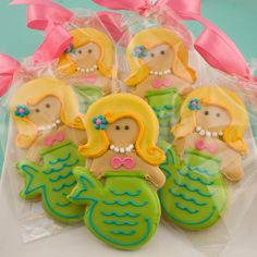 mermaids! I wish I was this good a baker...the girls would love these! I'd like to find someone who could do this for Sophie's B-Day treat to take to school.