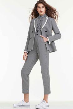 Sara Battaglia Spring 2018 Ready-to-Wear Fashion Show Collection: See the complete Sara Battaglia Spring 2018 Ready-to-Wear collection. Look 4 Fashion 2018, Runway Fashion, Fashion Outfits, Womens Fashion, Summer Business Attire, Power Dressing, Gingham Shirt, Costume, Fashion Show Collection