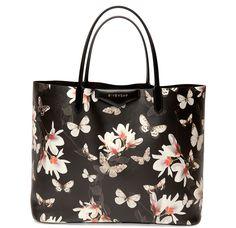 È arrivata la primavera in casaGivenchy, ovviamente quella del2015, e lashopper bag...