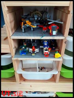Ikea Lego Hack – finally whole game scenes can be cleared away and vehicles can be parked safely. Ikea Trofast, Lego plate and double-sided adhesive tape make it possible. Lego Display Shelf, Lego Shelves, Lego Storage Boxes, Lego Storage Brick, Toy Storage, Rangement Lego Ikea, Trofast Ikea, Lego Poster, Lego Table Ikea