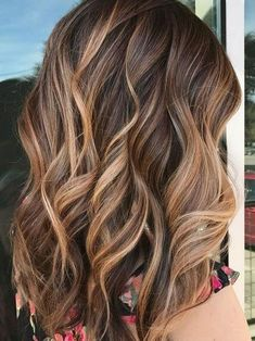 Chocolate Brown Hair With Highlights, Light Chocolate Brown Hair, Brown Hair With Blonde Balayage, Brown Bob Hair, Hair Color Highlights, Light Brown Hair, Golden Blonde, Chunky Highlights, Brown Medium Length Hair With Highlights