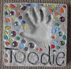 Young At Heart Mommy: Toodie's Homemade Stepping Stone Diy Crafts For Gifts, Fathers Day Crafts, Crafts For Girls, Cute Crafts, Diy For Kids, Arts And Crafts, Kid Crafts, Cement Crafts, Stone Crafts