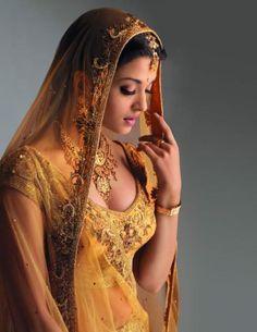 aishwarya-rai-gold-silk-chiffon.jpg (564×730)
