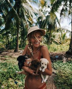 how many puppies can you hold at once! Tropical vibes with the puppies! Baby Animals, Cute Animals, Jolie Photo, Phuket, Girls Best Friend, Puppy Love, Fur Babies, Cute Pictures, Insta Pictures