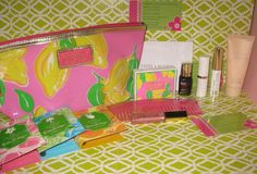 Lilly Pulitzer Estee Lauder Gift Set Lot All New Make Up Bag / Clutch Lilly Parfum.  On Sale Now, Only 2 left.  From a seller w/ 6587 positive feedbacks , 0 negative, over 16 yrs experience