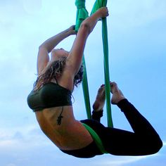 Best Weight Loss Tips in Just 14 Days If You want to loss your weight then make a look in myarticle. Aerial Hammock, Aerial Dance, Aerial Silks, Aerial Yoga, Best Cardio Workout, Workout Videos, Workouts, Air Yoga, Yoga Moves