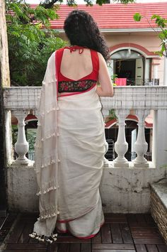 Beautiful tassles and the shade of white. Byloom Sarees, Indian Sarees, Saree Blouse Designs, Blouse Patterns, Indian Dresses, Indian Outfits, Indian Fashion Trends, Stylish Sarees, Blouse Models