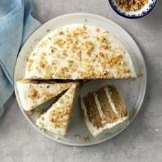 Surround yourself with the delights of Hummingbird cake, pecan pie, peach cobbler and other classic Southern desserts. Desserts Ostern, Köstliche Desserts, Delicious Desserts, Dessert Recipes, Easter Recipes, Hummingbird Cake Recipes, Bolos Naked Cake, Cupcake Cakes, Desserts