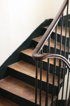 Carpet Runners For Stairs Uk Entry Stairs, House Stairs, Carpet Stairs, Wood Floor Stairs, Flooring For Stairs, Beige Carpet, Modern Carpet, Bright Paint Colors, Bright Homes