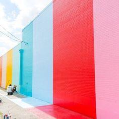 Paint the whole world with a rainbow @sugarandcloth . . . #rainbow #colour #inspiration #colourblocking #backdrop #fridaymood #colourtherapy