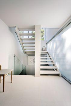 Residência projetada pelo arquiteto Michael Patroni, com interiores assinados por Salvatore Fazzari, em Claremont, na cidade de Perth, Austrália.