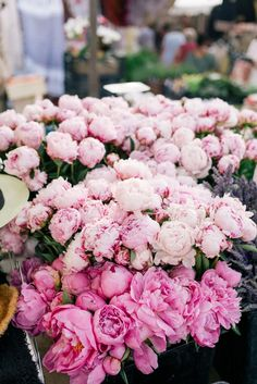 Gal Meets Glam Contributor Series: Market Breakfast Table In France - Ombre flowers