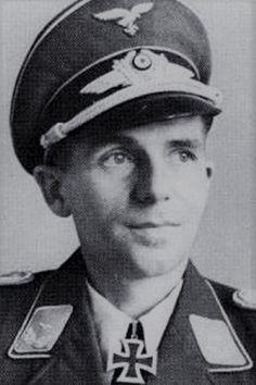 """Oberleutnant Kurt Goltzsch (1912-1944), Ritterkreuz 05.02.1944 als Leutnant und Staffelkapitän 5./Jagdgeschwader 2 """"Richthofen"""" ✠ 43 Luftsiege, 430 Feindflüge. Im November 1943 über den Kanal von Spitfires abgeschossen. Bei dem Absturzt zog er sich schwerste Wirbelsäulenverletzungen zu, die zu einer Querschnittslähmung führten. An dieser am 26 September 1944 in einem Lazarett verstorben."""