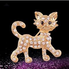 """Super+cute+cat+shaped+brooch+or+pin.+Would+work+great+on+a+scarf.+Measures+approx.+1.3""""+x+1.6"""".+Gold+tone."""