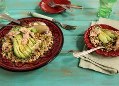 Salada de salmão com lentilha | #ReceitaPanelinha: Esta receita, que pode ser entrada ou prato principal surpreende na combinação de sabores: o salmão e a lentilha são par perfeito para um almoço de sábado.