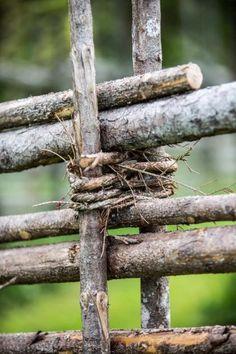 Garden Fences Ideas – Greenest Way Cottage Garden Design, Garden Landscape Design, Wooden Garden Ornaments, Garden Front Of House, Spanish Garden, Starting Seeds Indoors, Farm Fence, House In Nature, Garden Fencing