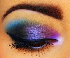 Beautiful, colorful eye make-up with perfect eyeliner Beautiful Eye Makeup, Pretty Makeup, Love Makeup, Makeup Tips, Makeup Ideas, Makeup Tutorials, Awesome Makeup, Beautiful Eyes, Quick Makeup