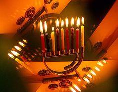 Ten Yad e Hebraica celebram Chanuká, a Festa das Luzes, com show do cantor americano Yaavov Shwekey.