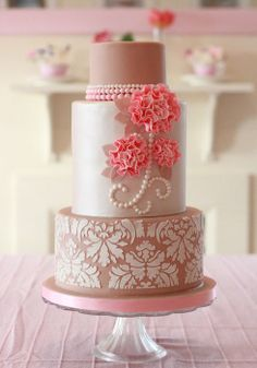 Pearls & ruffled flower wedding cake