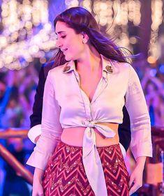 DeepAishWorld — HQ pics of Kareena Kapoor Khan from Laal Ghaghara. Bollywood Celebrities, Bollywood Fashion, Wedding Lehenga Online, Party Wear Indian Dresses, Wish Dresses, Red Lehenga, Lehenga Designs, Indian Designer Outfits, Western Dresses