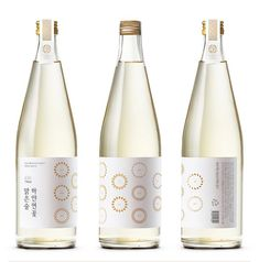 Sake Packaging Design - 20 Great Ones, see them all at Ateriet We dig deep in the world of Sake and have got 20 Great examples of Sake Packaging Design for you, check it out at Ateriet. Honey Packaging, Food Packaging Design, Beverage Packaging, Bottle Packaging, Pretty Packaging, Packaging Design Inspiration, Wine Bottle Design, Wine Design, Label Design