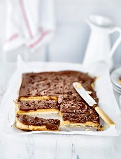 Miljonäärikeksit eli millionaire's shortbread. Sweet Desserts, Sweet Recipes, Dessert Recipes, Finnish Recipes, Sweet Cookies, Dairy Free Recipes, Let Them Eat Cake, No Bake Cake, Food To Make
