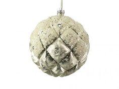 Hochwertige Christbaumkugel mit weißen Perlen: erhältlich in unserem Onlineshop auf www.home-interior.at/shop