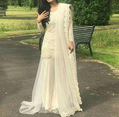 Lestest party wear dresses for girls 2017 Pakistani Couture, Pakistani Bridal, Pakistani Outfits, Indian Outfits, Desi Wedding Dresses, Party Wear Dresses, Bridal Dresses, Wedding Outfits, Nikkah Dress