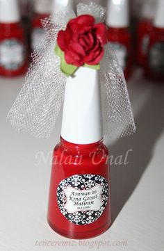 Shower favors in your wedding colors and veil.  Nice idea!