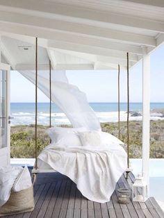 Dreamy and cozy summer house decor by the beach + beach house ideas