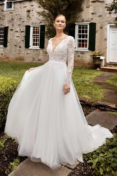 Classic Wedding Dress, Perfect Wedding Dress, Dream Wedding Dresses, Tulle Ball Gown, Ball Gowns, Tulle Lace, Gown With Jacket, Sincerity Bridal, Essense Of Australia