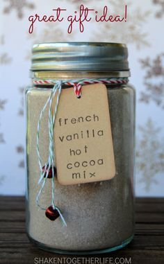 French Vanilla Hot Cocoa Mix Mason Jar Gift This French Vanilla Hot Cocoa Mix is SO rich and creamy! I can never go back to regular packaged hot cocoa again! Makes a great gift for the holidays! Mason Jar Meals, Mason Jar Gifts, Meals In A Jar, Mason Jars, Gift Jars, Craft Gifts, Diy Gifts, Food Gifts, Kit Cookies