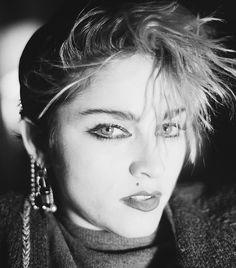 Ladies of the '80s Cat-Eye via @byrdiebeauty