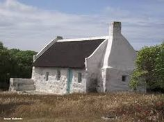 One of the original fisherman's cottages at Struisbaai. Still in use as a holiday cottage. Cottages By The Sea, Cabins And Cottages, Beach Cottages, Irish Cottage, Old Cottage, Cottage Ideas, Pioneer House, Fishermans Cottage, African House