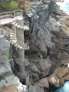 Spain, Canarias, Gran Canaria, Puerto Rico, Spiral staircase to breaking waves on rocky shore