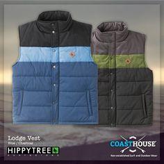 Nicht Jacke, nicht Hose. Nee, Weste! Hält dir deinen Oberkörper warm und die Arme schön luftig. Du kannst die Lodge Vest natürlich auch wie Ulli als einziges Kleidungsstück tragen, zieht dann aber nicht nur bewundernde Blicke auf dich. Aber T-Shirts haben wir ja auch, kein Problem!   Blau -> http://www.coasthouse.de/Men/Westen/HippyTree-Lodge-Vest-Blue.html  Charcoal -> http://www.coasthouse.de/Men/Westen/HippyTree-Lodge-Vest-Charcoal.html