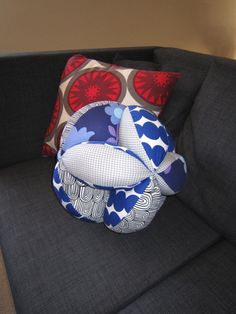 'Global Hassock' - using the tutorial in the Marimekko 'Surrur' book - makes a great cushion!