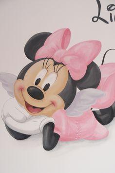 Muurschildering kinderkamer van Minnie Mousse. Het jurkje is voorzien van een paar strass steentjes. Bekijk ook mijn Facebookpagina:  https://www.facebook.com/esthersmuurschilderingen/