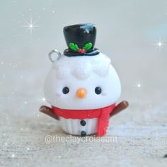 ❄⛄So many Christmas themed posts today! Thought I'd jump in on the merriment.- ❄⛄So many Christmas themed posts today! Thought I'd jump in on the merriment… ❄⛄So many Christmas themed posts today! Polymer Clay Cupcake, Polymer Clay Charms, Polymer Clay Projects, Diy Clay, Clay Crafts, Polymer Clay Jewelry, Fimo Kawaii, Polymer Clay Kawaii, Polymer Clay Miniatures