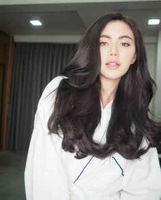 Davika Hoorne  Mai @davikah My Beauty, Asian Beauty, Hair Beauty, Beautiful Long Hair, Beautiful Person, Female Character Inspiration, Aesthetic People, Young Models, Cute Woman