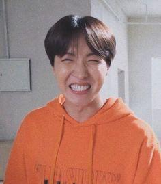 J-Hope bts // Hoseok Jung Hoseok, Kim Namjoon, Gwangju, K Pop, Rapper, J Hope Smile, Suga Rap, Bts Jimin, Jhope Cute