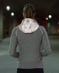 love this reflective scuba hoodie http://rstyle.me/n/uknnvr9te