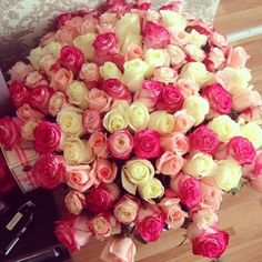 Image via We Heart It https://weheartit.com/entry/57900803 #amazing #flowers #home #house #luxury #mirror #nice #pink #room #roses #♥ #花 #ピンク #バラ #ホワイト