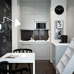 ikea küchen kleine küche einrichten weiße küchenschränke fronten esstisch kreidefarbe wand