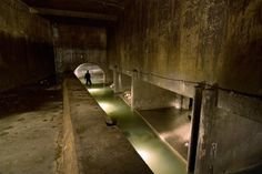 http://gizmodo.com/explore-more-than-3-000-miles-of-tunnels-beneath-montre-1531576186/@Amanda Sepulvado