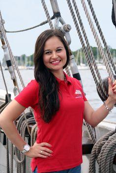 Damen-Poloshirt mit Knöpfen in feurigem Rot #hansesail #style #fan #segeln #maritim #merchandise #trend #fashion #accessoires #shirt #cap #sail #sailing #rostock