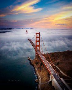 The Golden Gate Bridge  shrouded in fog, San Francisco, Photo: Engel Ching