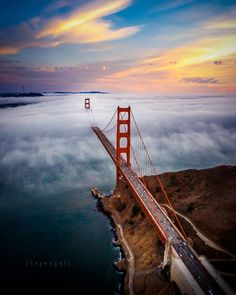 The Golden Gate Bridge  shrouded in fog, San Francisco, Photo: Engel Ching