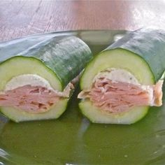 This looks pretty yummy - Cucumber Sandwich redefined! Half a cucumber, scoop out the seeds and make a sandwich! Think Food, I Love Food, Good Food, Yummy Food, Tasty, Paleo Recipes, Cooking Recipes, Advocare Recipes, Delicious Recipes