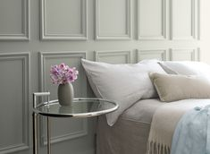 Benjamin Moore's Color of the Year 2019 exudes glamour, beauty and balance. It's supported by Benjamin Moore Color Trends Colores Benjamin Moore, Benjamin Moore Paint, Benjamin Moore Colors, Bathroom Paint Colors, Interior Paint Colors, Paint Colors For Home, Interior Painting, Paint Colours, Design Interiors